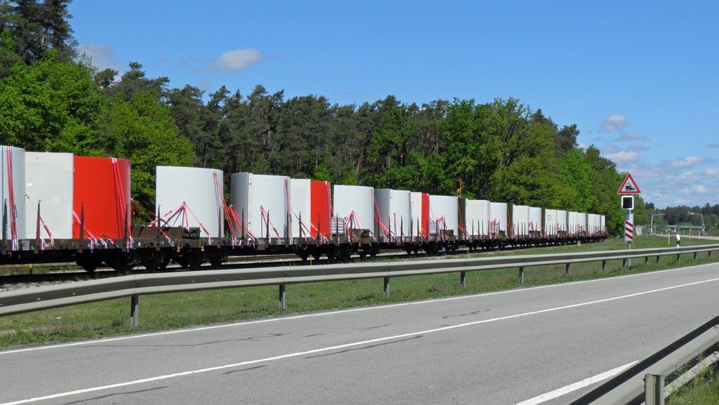 Die Verlagerung der Transporte von der Straße auf die Schiene spart viele Liter Diesel und damit verbunden viele Tonnen CO₂ ein.